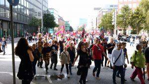 Demo-Zug am Rödungsmarkt
